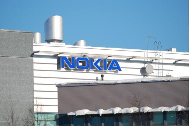 byggnad med nokias logotyp på fasaden