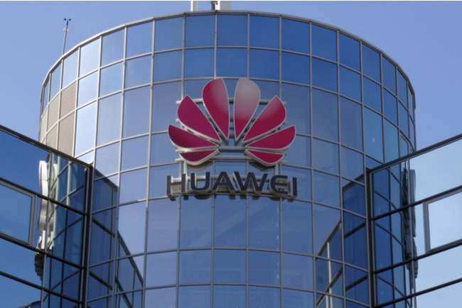 huaweis logotyp på byggnad